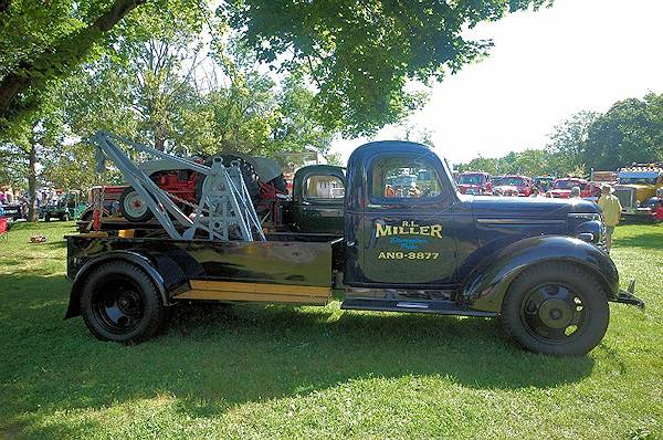 tow trucks antique tow trucks for sale. Black Bedroom Furniture Sets. Home Design Ideas