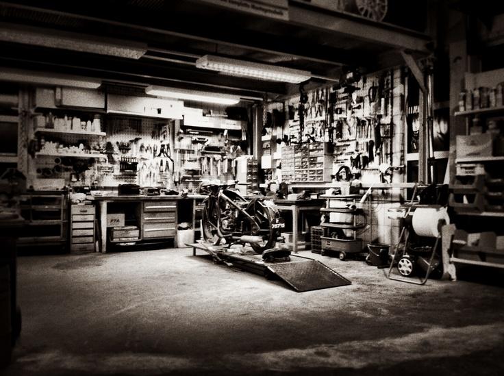 Decorating Ideas > Photo Gallery Workspace Ideas ~ 065649_Hot Rod Garage Decorating Ideas