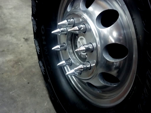 Spike Lug Nuts