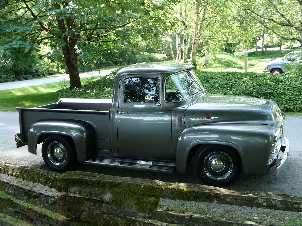 Side shot of Erin Francis' 1956 Ford F-100